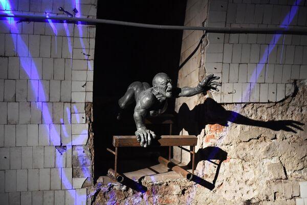 Скульптурная композиция в крипте Игры престолов в Большом винном хранилище на Винзаводе