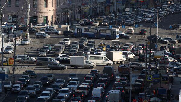 Автомобильная пробка на Тверской улице в Москве