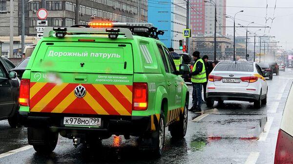 Автомобиль Дорожного патруля ЦОДД на месте дорожно-транспортного происшествия