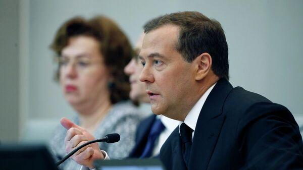 Председатель правительства РФ Дмитрий Медведев после выступления в Государственной Думе РФ с отчётом правительства РФ о результатах деятельности за 2018 год