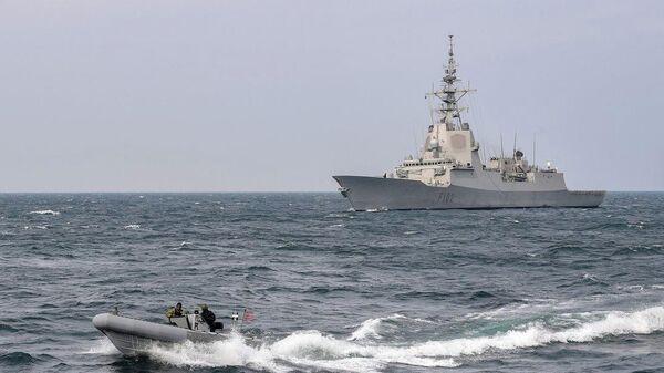 Эсминц США Грейвли во время прохода через Атлантический океан. 16 апреля 2019