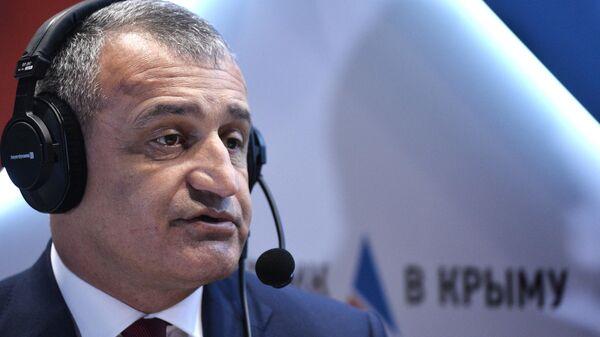Президент Республики Южная Осетия Анатолий Бибилов на Ялтинском международном экономическом форуме. 18 апреля 2019