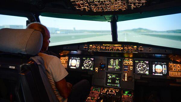 Занятия на тренажере для пилотов
