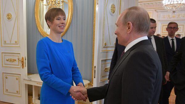 Президент России Владимир Путин с эстонской коллегой Керсти Кальюлайд