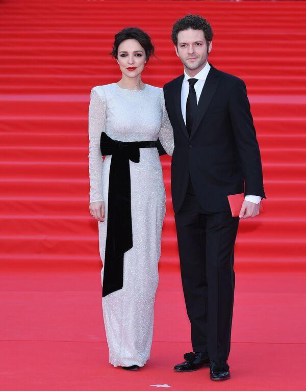 Актер Константин Крюков с супругой Алиной на открытии 41-го Московского Международного кинофестиваля (ММКФ)