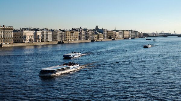Теплоходы на Неве в Санкт-Петербурге