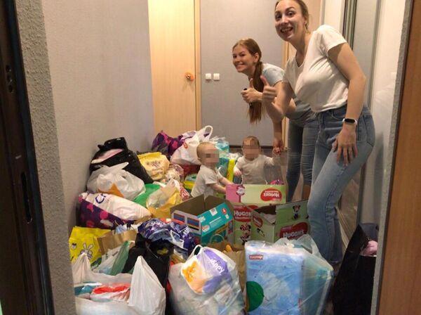 Волонтеры Елизавета и Светлана привезли вещи в дом ребенка