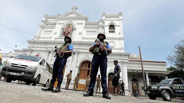 Военные на месте взрыва в церкви в Коломбо, Шри-Ланка. 21 апреля 2019