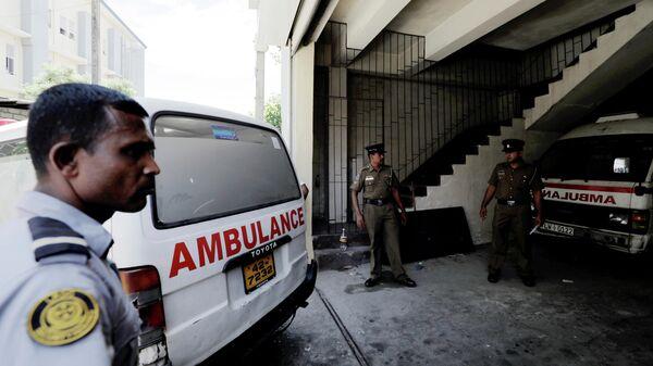 Машина скорой помощи с пострадавшими от серии взрывов в Коломбо, Шри-Ланка. 21 апреля 2019