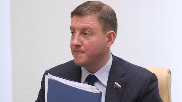 Заместитель председателя Совета Федерации РФ Андрей Турчак на заседании Совета Федерации РФ. 22 апреля 2019