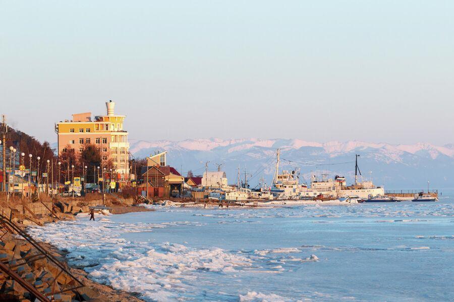 Вид на поселок Листвянка