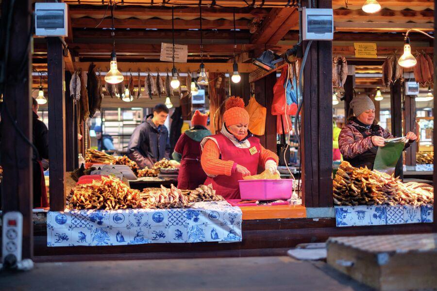Рынок в поселке Листвянка