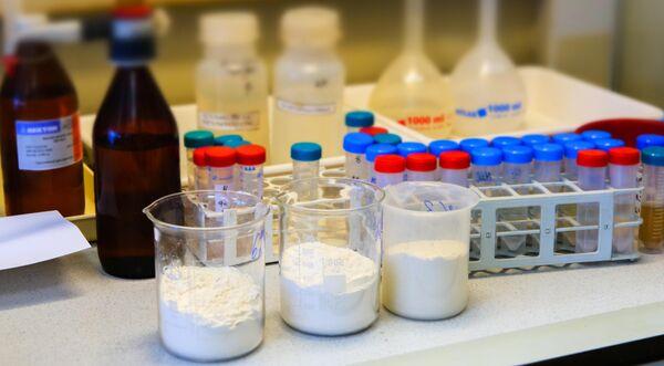 Пшеничная мука в лаборатории Центра гигиены и эпидемиологии