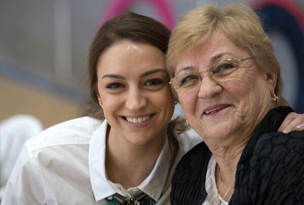 Евгения Канаева (слева) и тренер Вера Штельбаумс