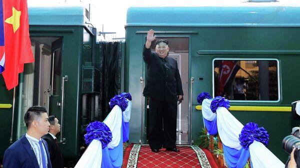 Лидер КНДР Ким Чен Ын у бронепоезда
