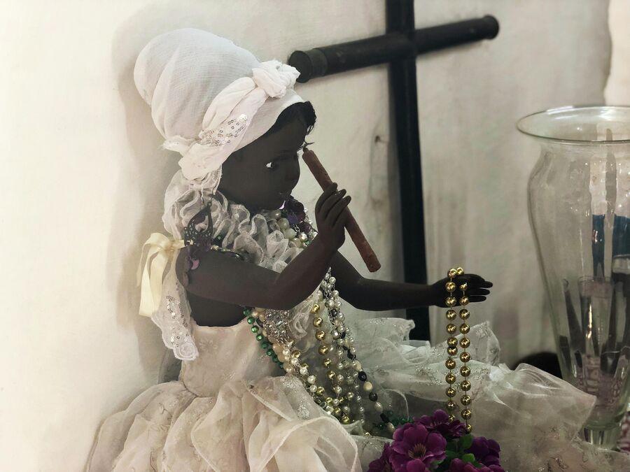 Кукла в доме исповедующих сантерию, Куба