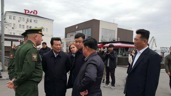 Служба безопасности лидера КНДР обсуждает вопросы прибытия Ким Чен Ына