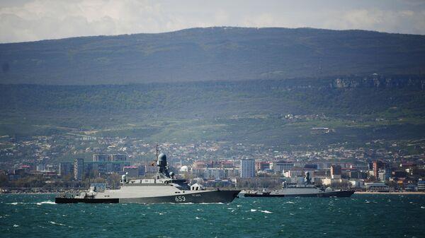 Малые ракетные корабли проекта 21623 Углич (слева) и Великий Устюг Каспийской флотилии ВМФ России