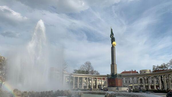 Памятник на Шварценбергплатц в Вене