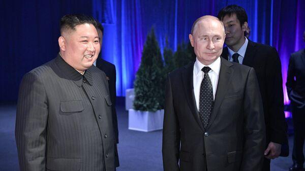 Президент РФ Владимир Путин и председатель Госсовета КНДР Ким Чен Ын во время встречи во Владивостоке. 25 апреля 2019