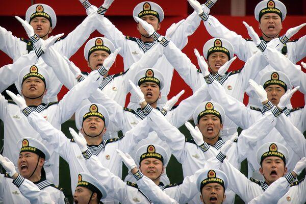 Хор НОАК выступает во время военно-морского парада в Циндао по случаю празднования 70-й годовщины ВМС НОАК