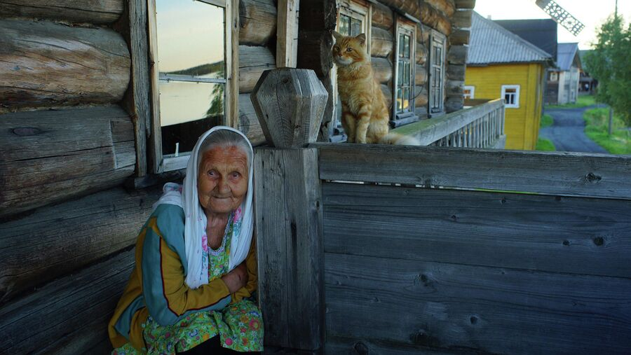 Жительница поморской деревни на Белом море