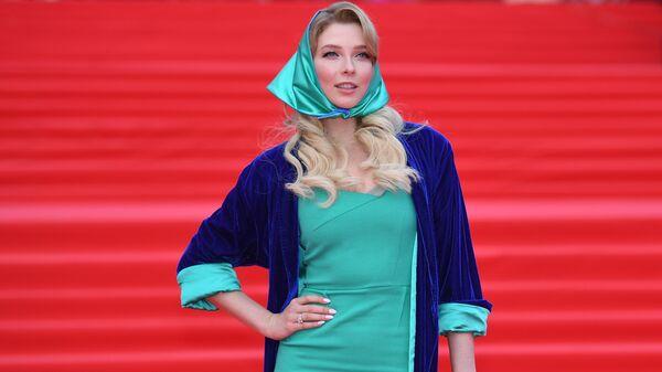 Актриса Светлана Степанковская во время церемонии закрытия 41-го ММКФ в Москве