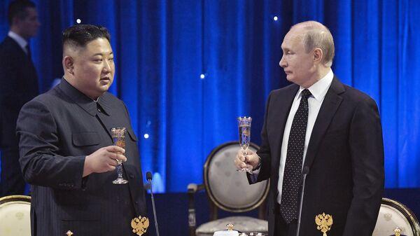 Президент РФ Владимир Путин на официальном приеме от имени президента РФ в честь председателя Госсовета КНДР Ким Чен Ына