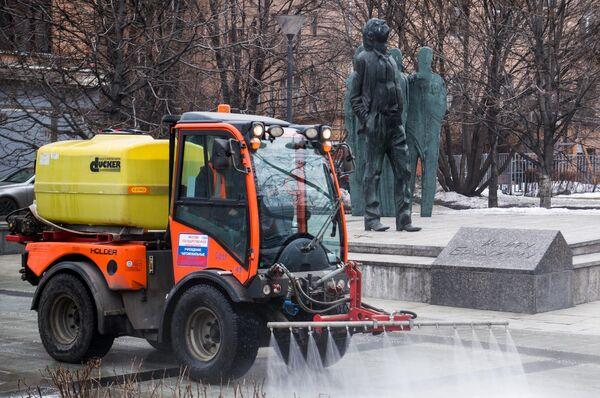 Мойка тротуаров шампунем в Москве