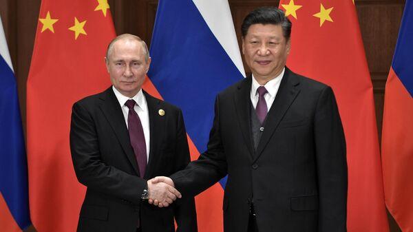 Президент РФ Владимир Путин и председатель Китайской народной республики Си Цзиньпин во время встречи в Пекине. 25 апреля 2019