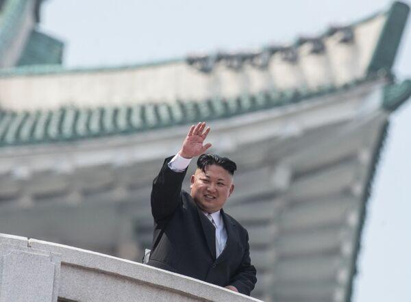 Глава КНДР Ким Чен Ын на военном параде в Пхеньяне по случаю 105-й годовщины со дня рождения основателя северокорейского государства Ким Ир Сена