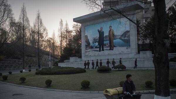 На улицах Пхеньяна, КНДР