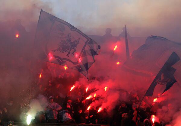Болельщики Зенита во время матча чемпионата России по футболу Зенит- Динамо