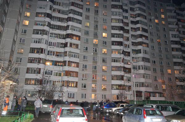 При разбойном нападении на квартиру на востоке Москвы ранения получили хозяйка квартиры и ее сын