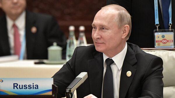 Песков пошутил про сон и рабочий график Путина