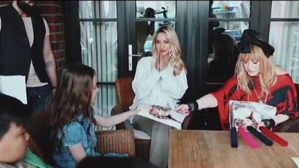 Алла Пугачева и Светлана Лобода во время встречи с участниками шоу Голос. Дети