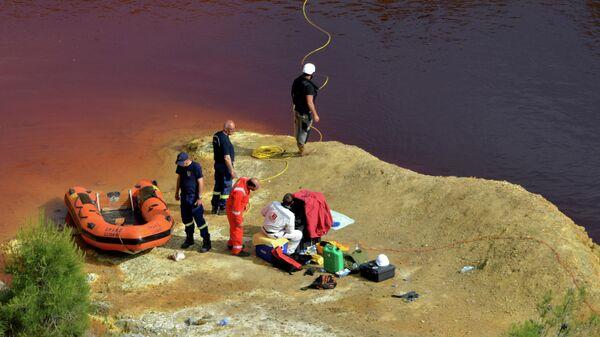 Судмедэксперты обыскивают озеро Коккинопезула на предмет возможных тел жертв предполагаемого серийного убийцы около деревни Мицеро на Кипре