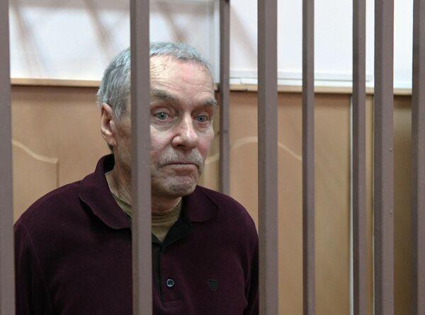 Отец полковника МВД Дмитрия Захарченко Виктор в Басманном суде Москвы