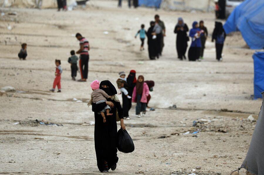 Беженцы из восточного города Дейр-Эззор и Рака в лагере Айн-Исса. 17 октября 2018 года