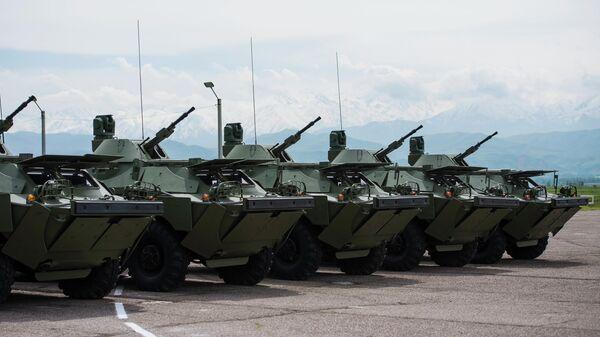 Бронированные разведывательно-дозорные машины (БРДМ-2), переданные  Киргизии, на территории авиабазы Кант