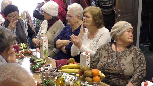 Исполнители воли Всевышнего: кафе, где бесплатно кормят пенсионеров