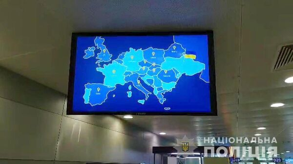 Изображение Украины без Крыма  на экране телевизора в аэропорту Борисполь