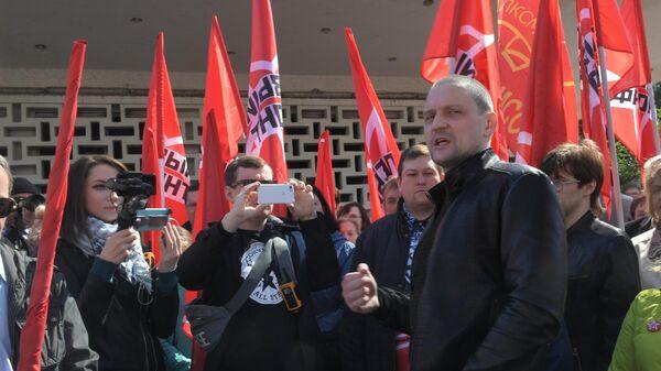 Лидер движения Авангард красной молодёжи, координатор движения Левый фронт Сергей Удальцов на шествии сторонников партии КПРФ в День международной солидарности трудящихся в Москве