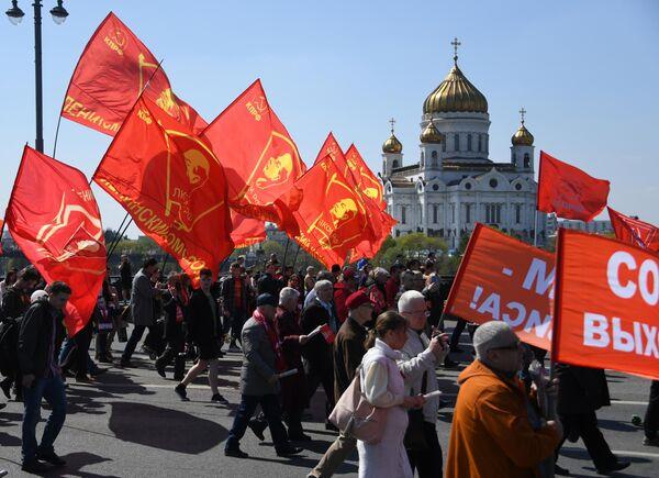 Шествие и митинг КПРФУчастники первомайского шествия сторонников КПРФ в День международной солидарности трудящихся