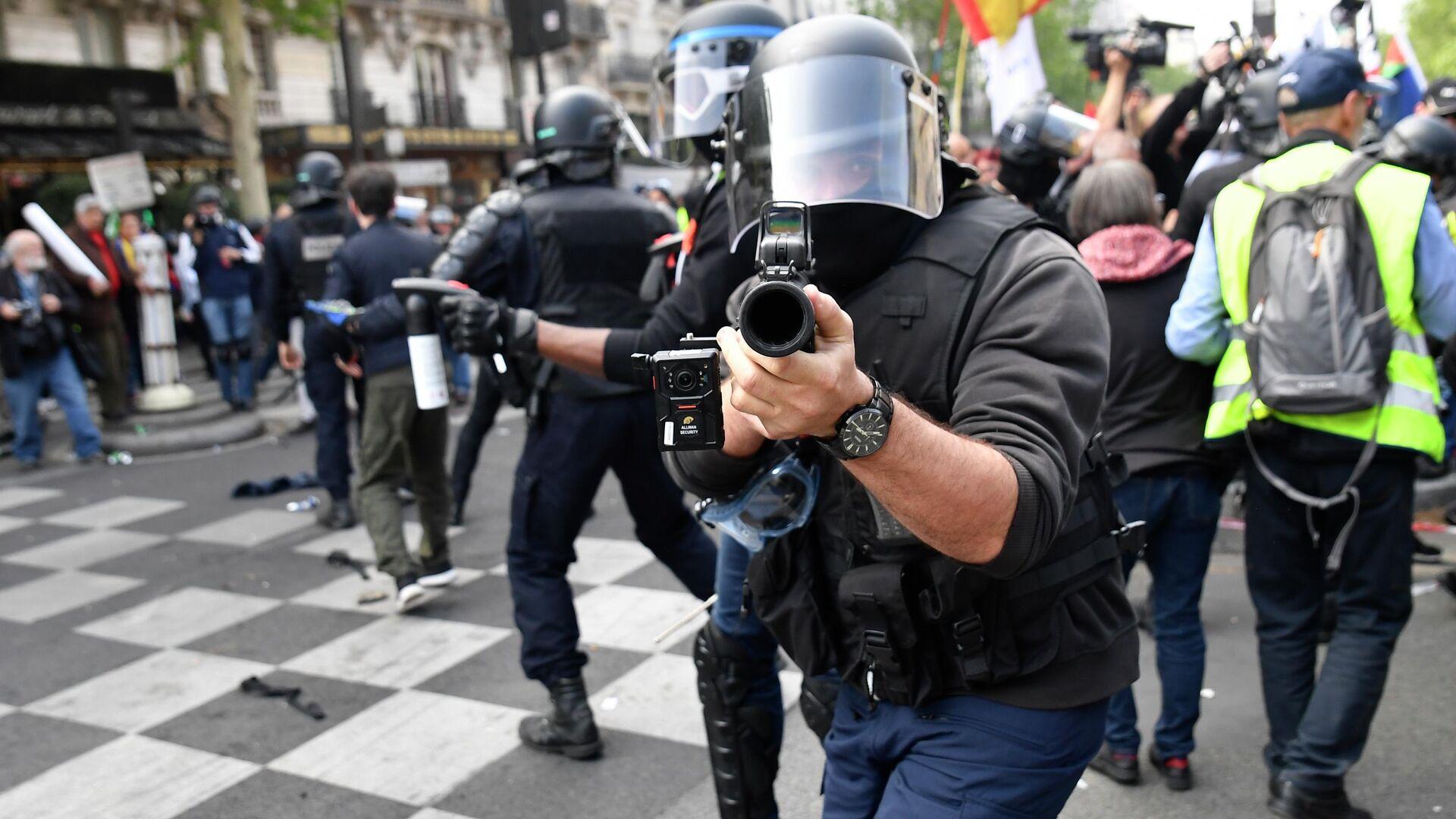 Полицейские во время уличных беспорядков в Париже - РИА Новости, 1920, 30.11.2020