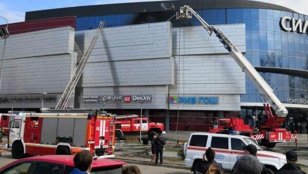 Ликвидация пожара в торгово-развлекательном центре Сильвер Молл в Иркутске.