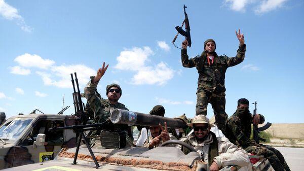 Военнослужащие Ливийской национальной армии недалеко от Триполи, Ливия