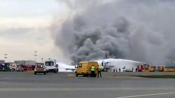 Пожар на борту самолета в аэропорту Шереметьево