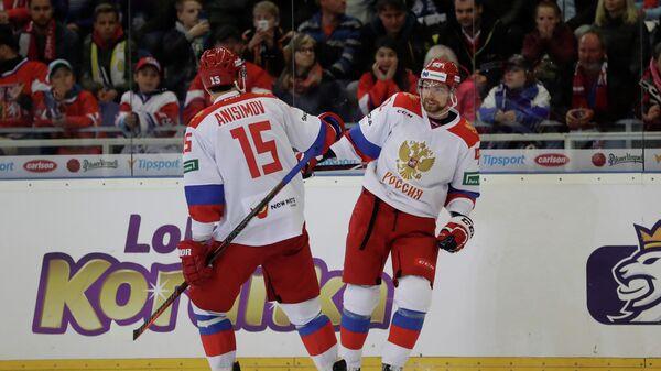 Хоккеисты сборной России Артем Анисимов и Евгений Кузнецов