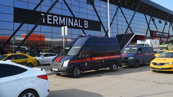 Автомобиль Следственного комитета РФ возле аэропорта Шереметьево
